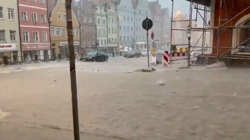 Bouře v Německu mají už přes 100 obětí
