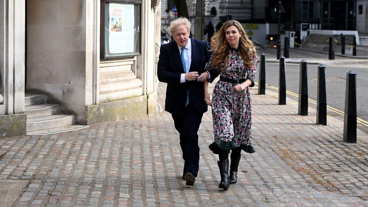 Britský premiér Johnson s manželkou čekají dalšího potomka