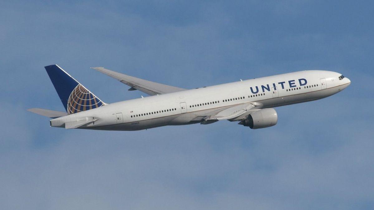 Letadlo vyklidili kvůli fotografii dětské pistole, kterou rozeslal cestující