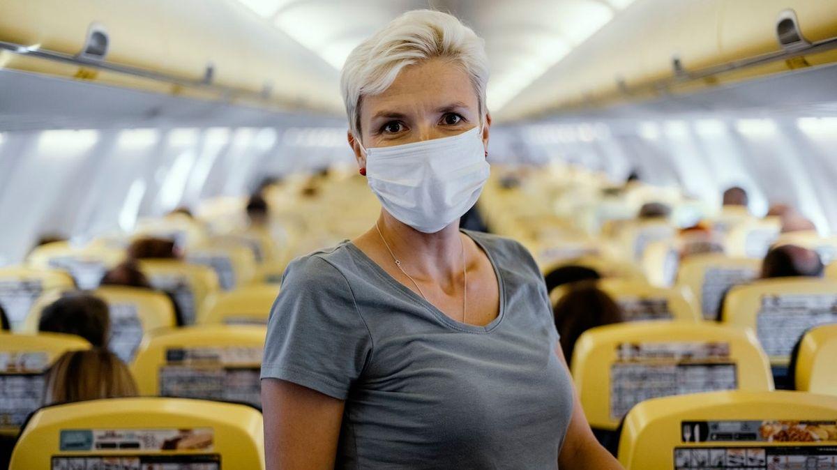 Za nekázeň v letadle pohrozit vězením, žádají stevardi kvůli častým incidentům
