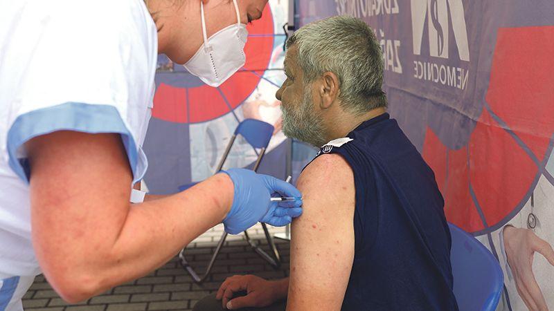Očkování? V žádném případě, nechceme umřít, odmítají lidé na Bruntálsku vakcínu