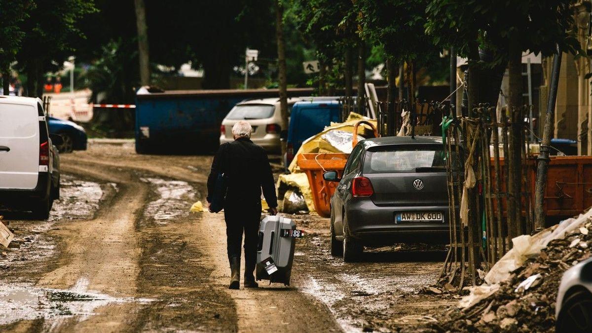 Němci v záplavami zpustošených místech zuří