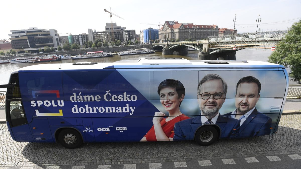 """Spolu vjelo do kampaně """"pozitivním"""" autobusem"""