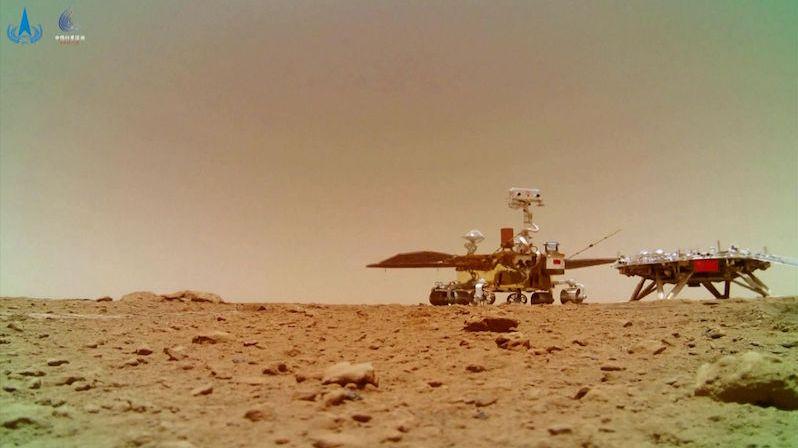 Čína zveřejnila trasu, kterou její rover urazil na Marsu