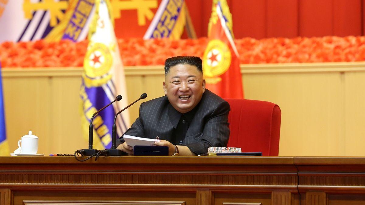 Severokorejský diktátor Kim Čong-un testuje balistické rakety jako o závod