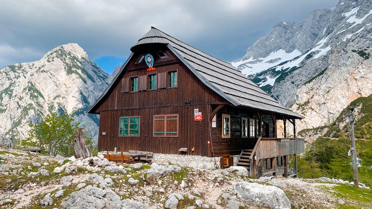 Jedna z nejstarších slovinských horských chat má české srdce