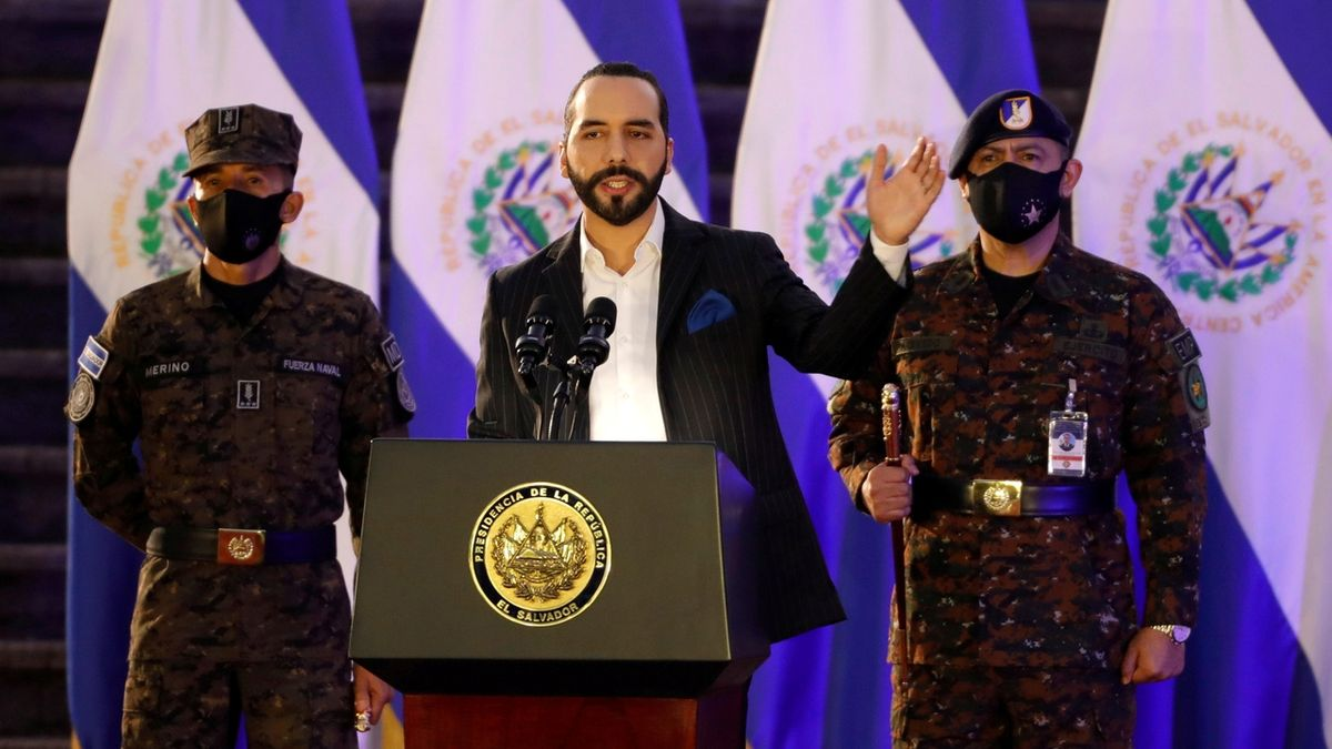 Salvador má v bitcoinech 440 milionů korun. A další chce těžit