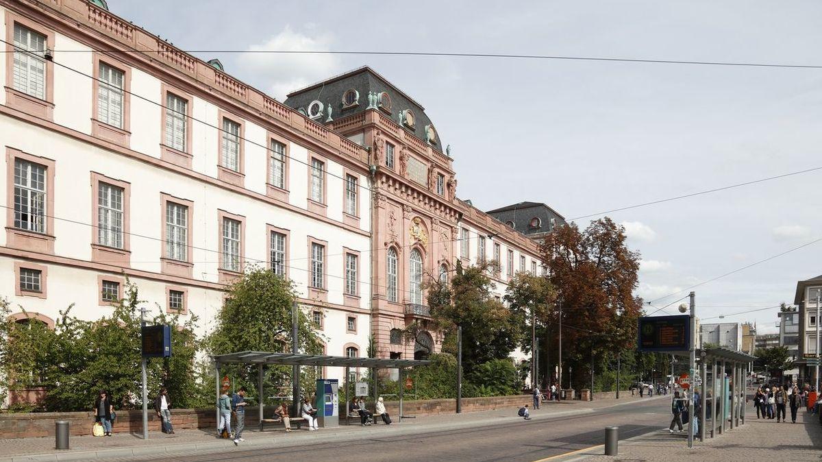 Německá policie řeší tajemnou otravu na univerzitě, sedm lidí skončilo v nemocnici