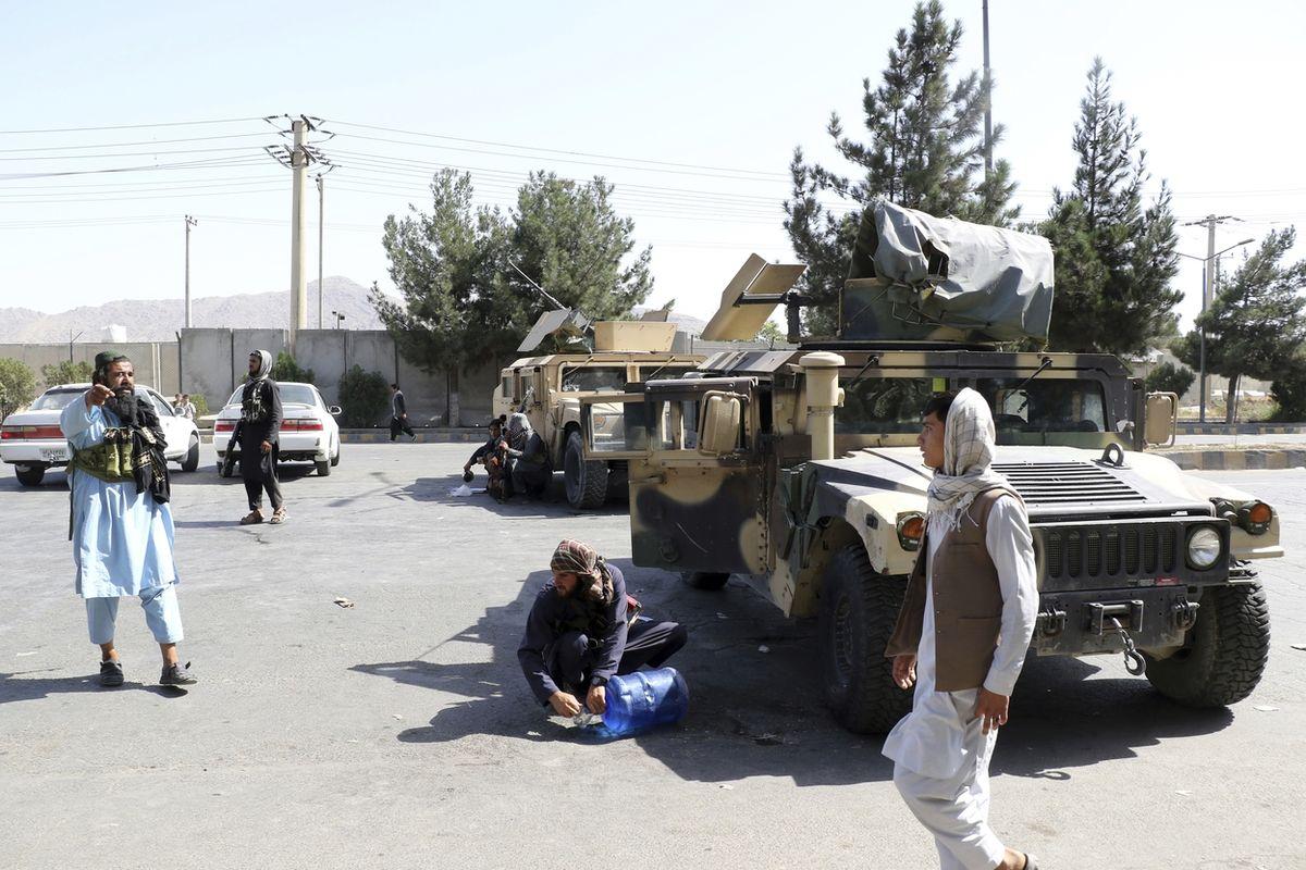 Ozbrojená vozidla humvee v rukou Tálibánu