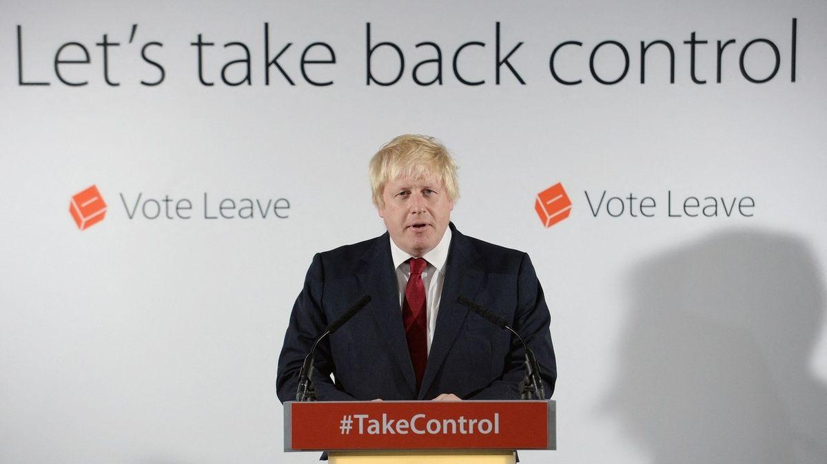 Boris Johnson při kampani za odchod z EU