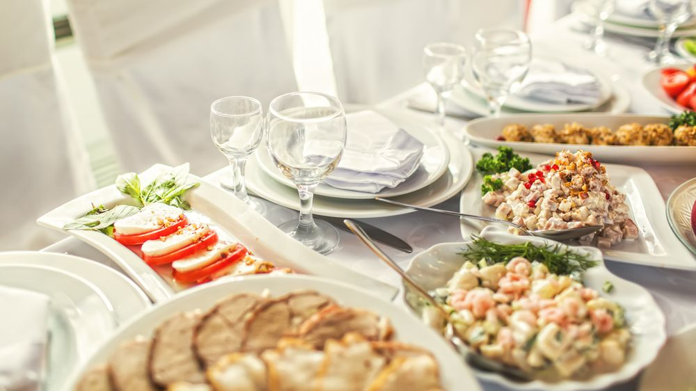 Posíláme vám účet za svatební hostinu, pohrozili novomanželé nezúčastněným hostům