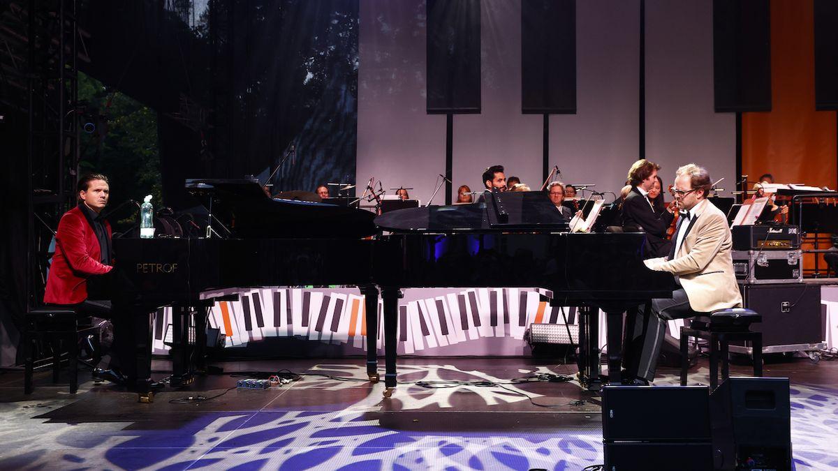 KVIFF: Koncert na křídlech klavírů ve znamení souboje Brzobohatého a Brouska