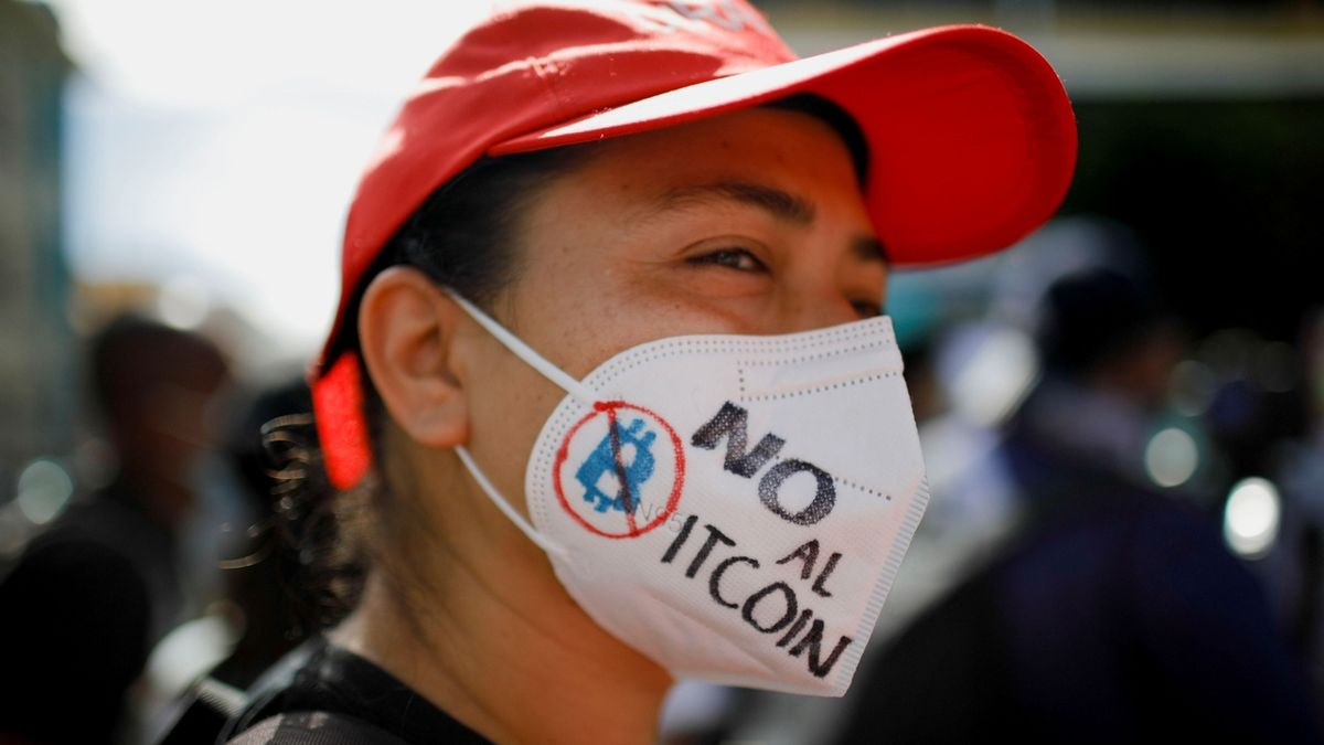Tisíce lidí vyrazily v Salvadoru na protesty proti bitcoinu a prezidentovi