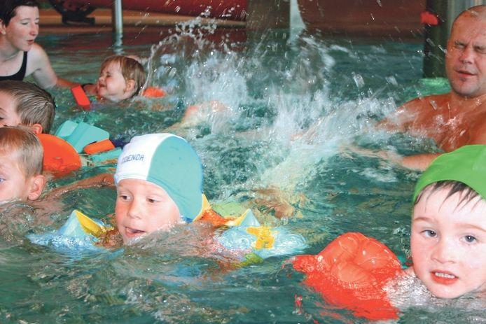 Zdravý životní styl se vyplatí už od dětství. Patří k němu například plavání a otužování.