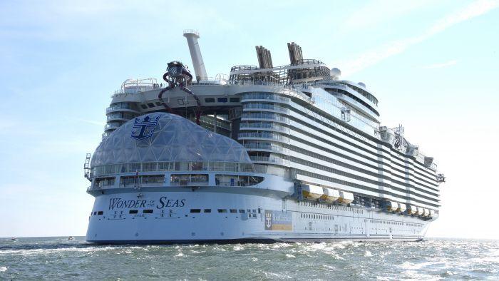 Nová největší výletní loď světa poprvé vyplula na moře