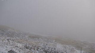 Na Sněžce napadl první sníh nadcházející zimy