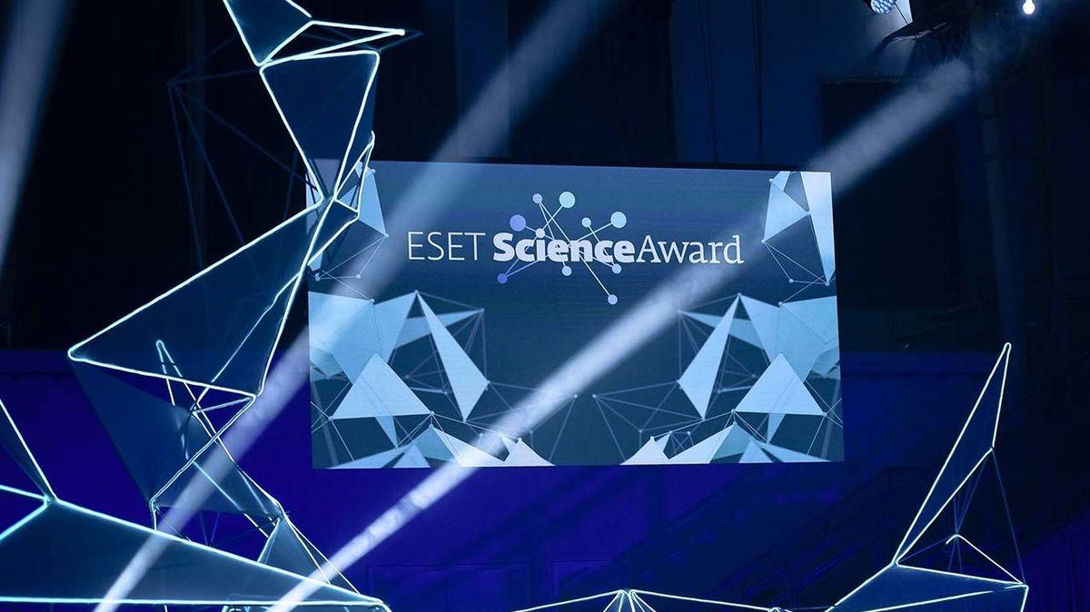 ESET za účasti Kipa Thorna a Briana Coxe udělí ocenění za vynikající vědecké výsledky