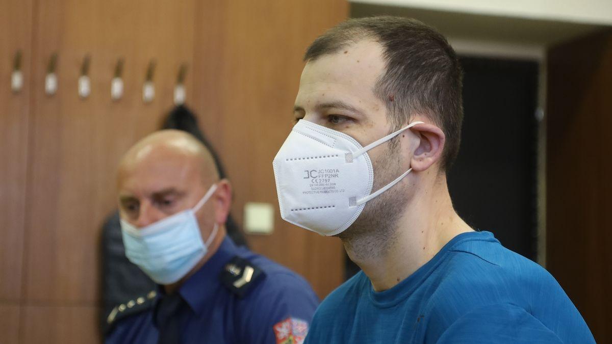 Obalovaný Lubomír Gavenda u ostravského krajského soudu.