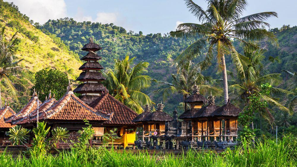 Bali se začne otevírat turistům. Ale jen některým a s karanténou