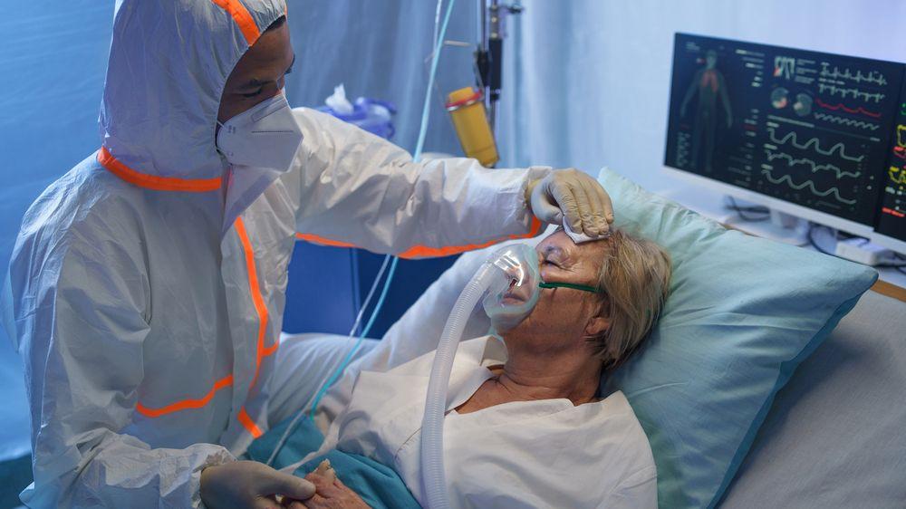Situace je kritická, hlásí přeplněné vilniuské nemocnice. Většina lidí s covidem tu není očkovaná
