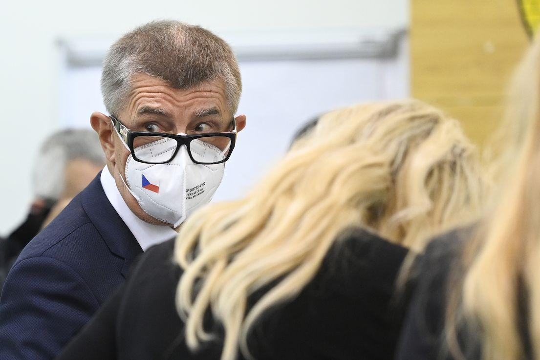 Premiér a předseda hnutí ANO Andrej Babiš odevzdal svůj hlas ve sněmovních volbách 8. října 2021 na městském úřadě v Lovosicích na Litoměřicku.