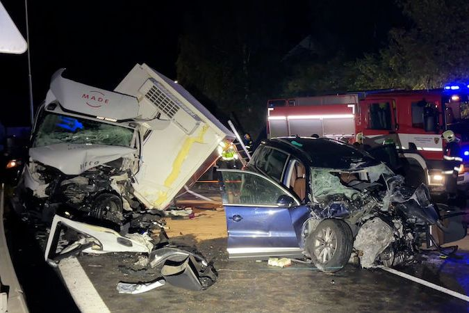 BEZ KOMENTÁŘE: Nehoda auta a dodávky na Rakovnicku