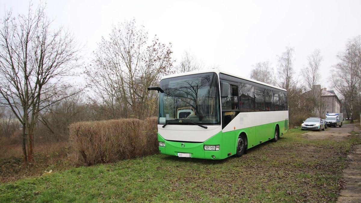 Autobus v Ústí nad Orlicí sebral mladý cizinec. Stokilometrovou projížďku neuměl vysvětlit