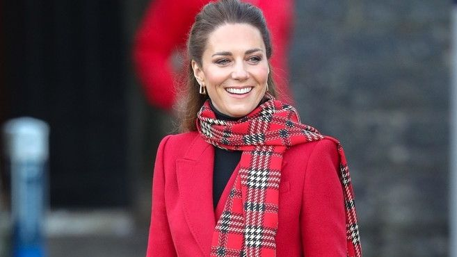 Jak sladit šálu s kabátem podle vévodkyně Kate