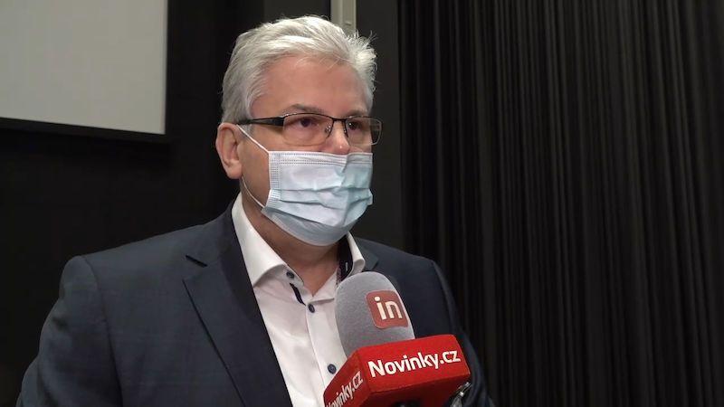 Motol nasadil pět týmů, každý stihne sto očkování denně