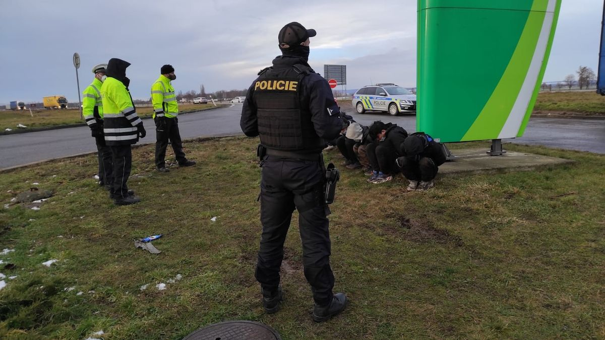 Policie na jihu Moravy zadržela 12 migrantů