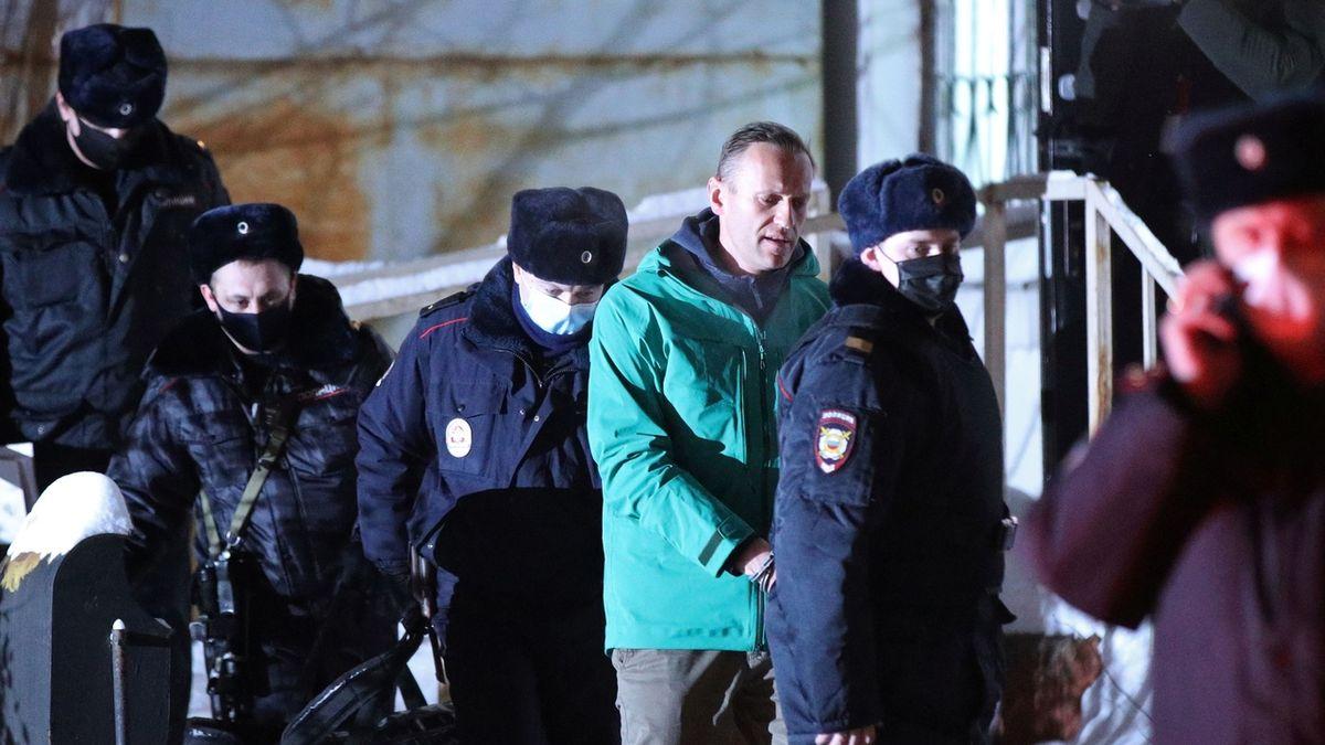 Západ brání Navalného, Moskva celý případ bagatelizuje