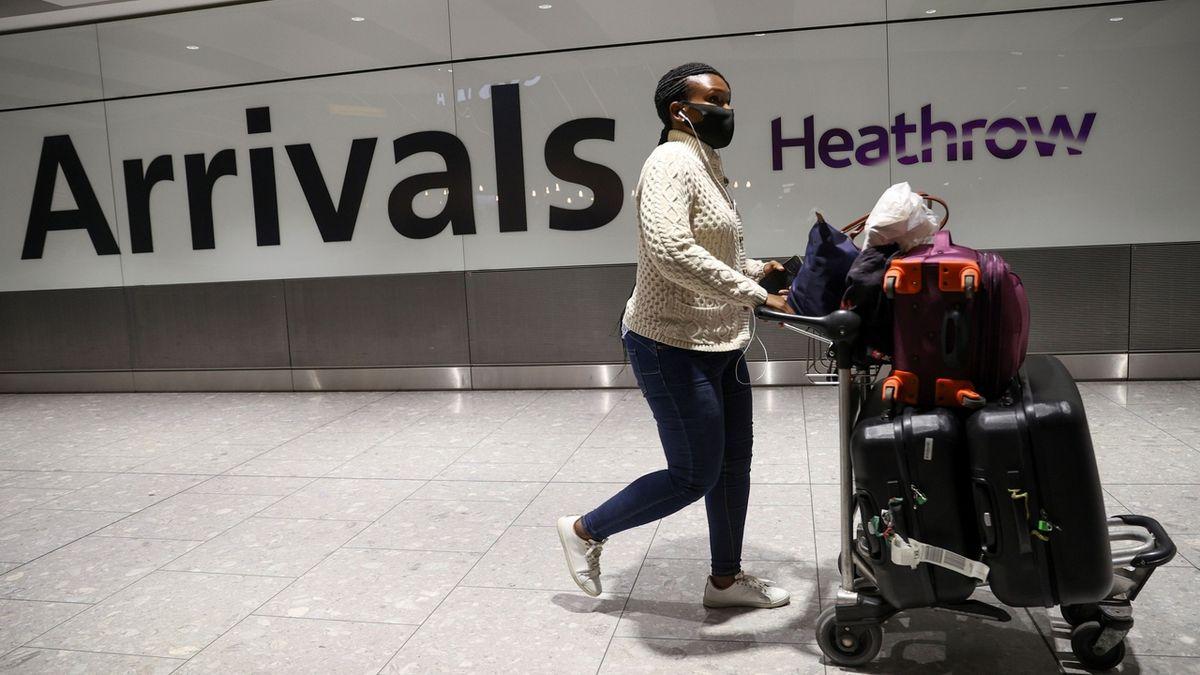 V Británii musejí lidé z rizikových oblastí do karantény