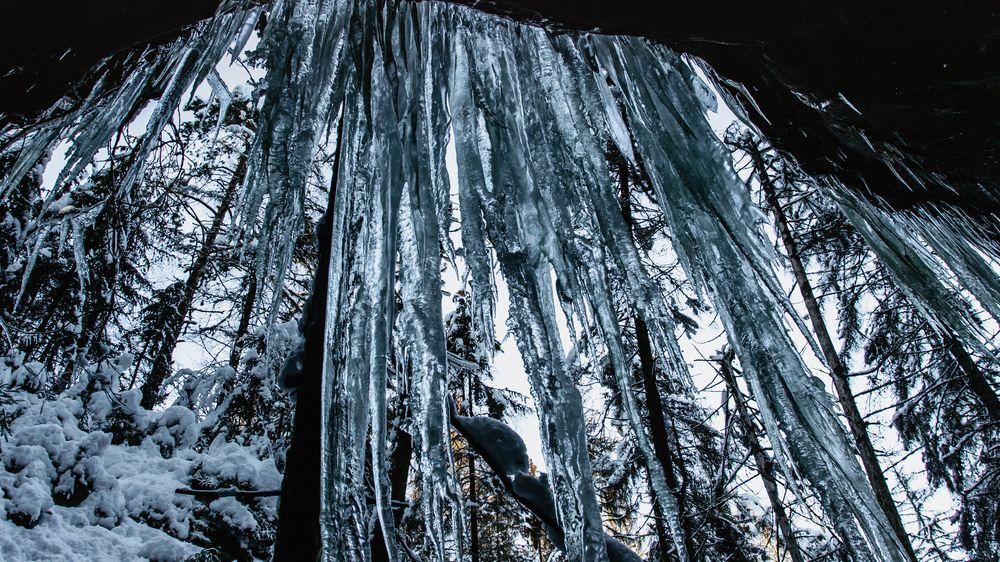 Ledopády v Českém Švýcarsku jsou u turistů oblíbené