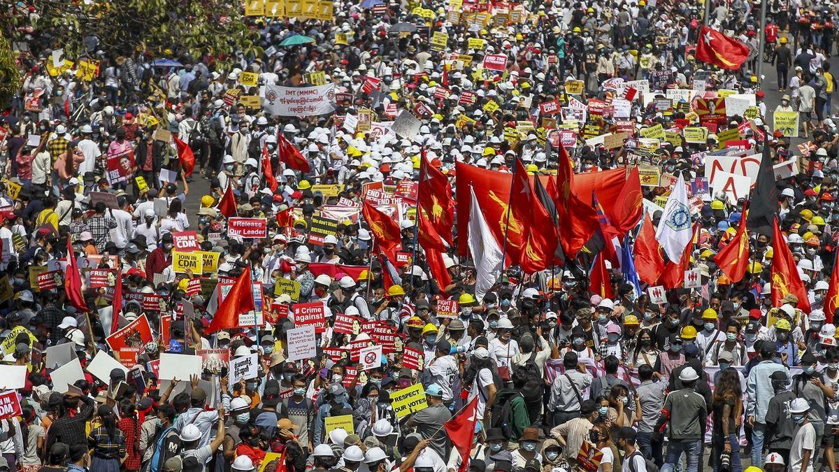 Facebook zablokoval přístup barmské armádě
