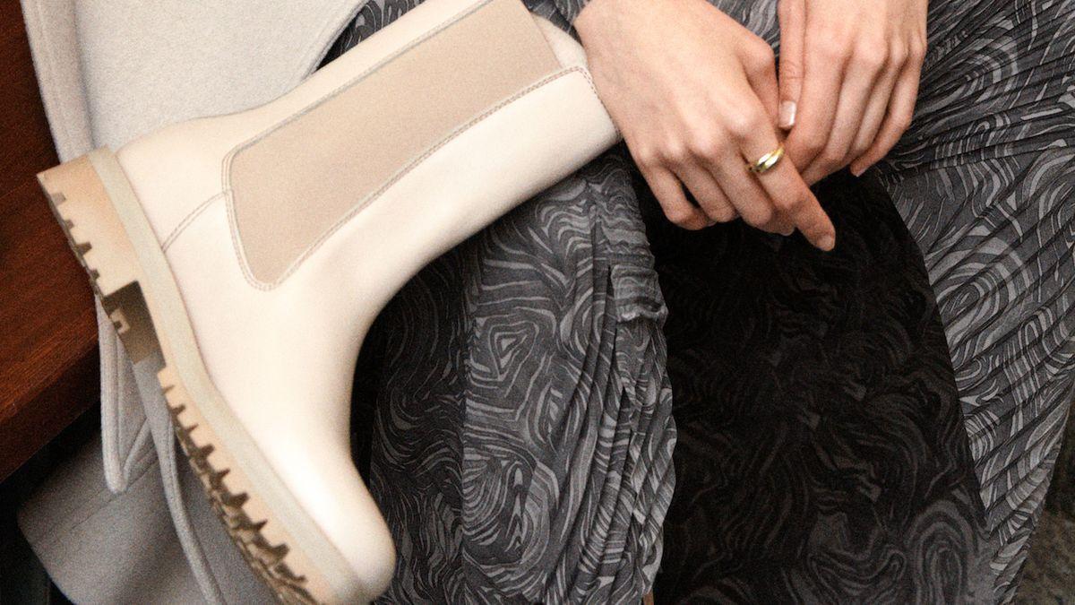 Elegantní béžové kotníčkové boty do suché zimy