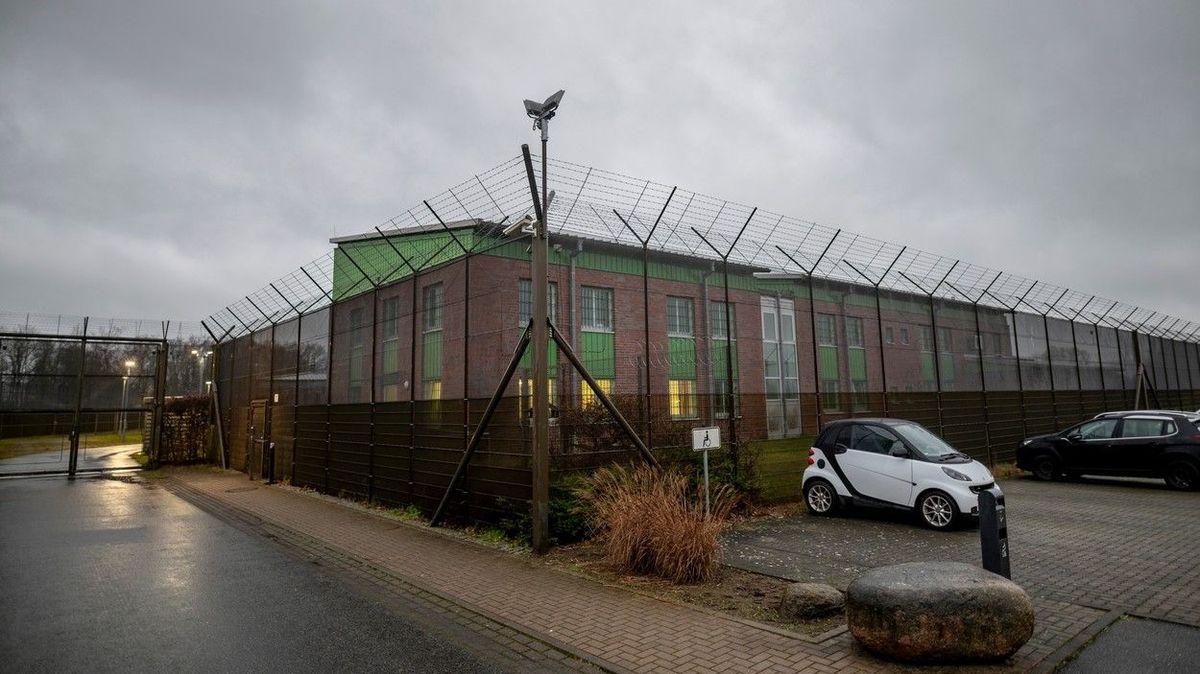 Německo má první detenční zařízení pro odmítače karantény