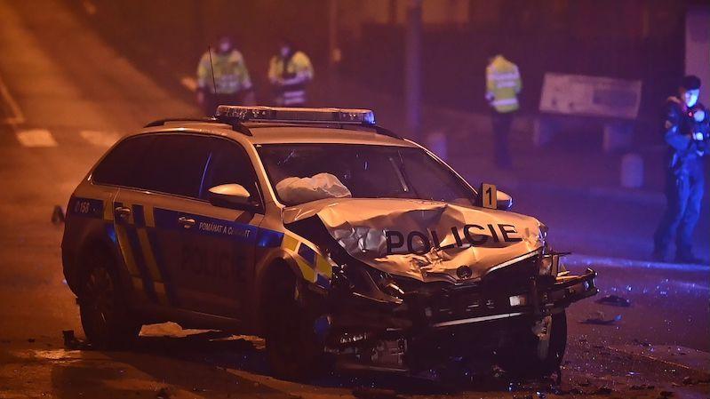 Policisté bourali, když pronásledovali řidiče noční Prahou