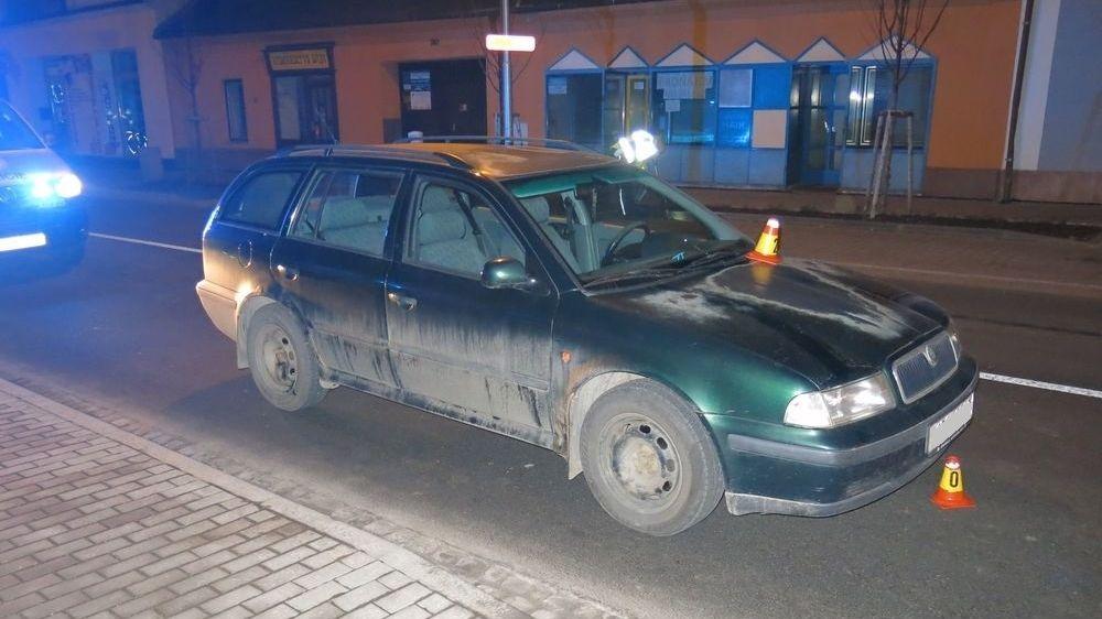 Opilec se třemi promile vběhl v Prostějově do cesty autu. Přeletěl mu přes kapotu