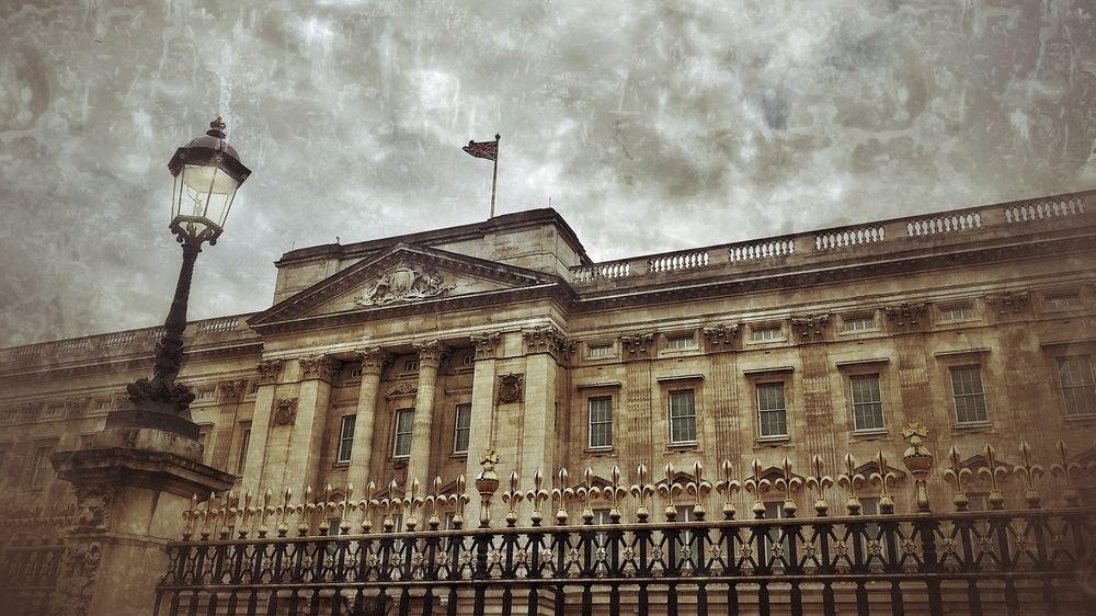 Královna odmítla podepsat vyjádření paláce k interview Harryho a Meghan