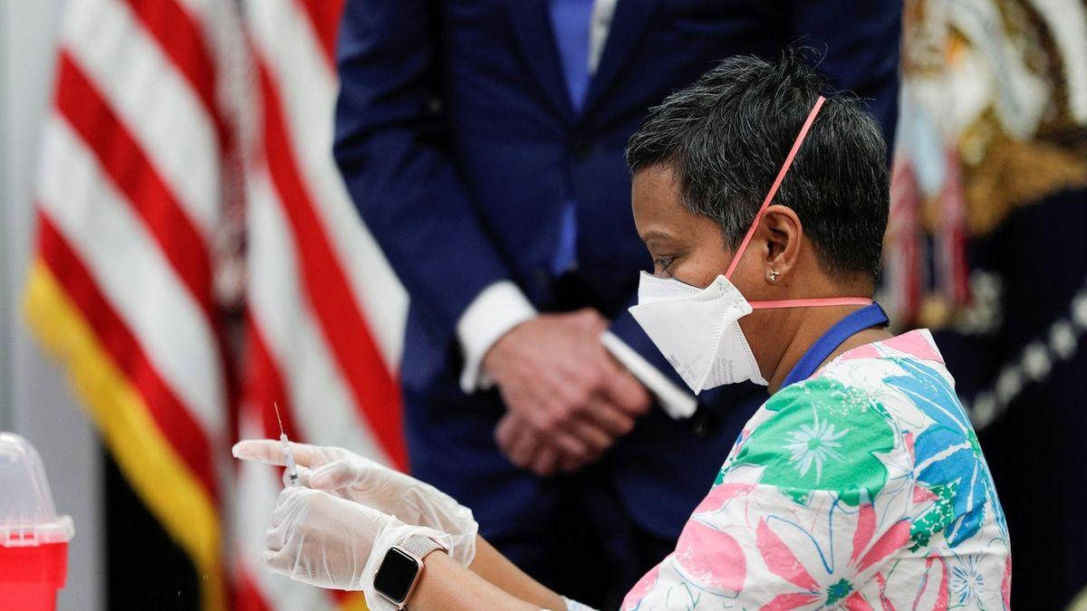 USA dosáhnou kolektivní imunity v létě, vypočítala CNN
