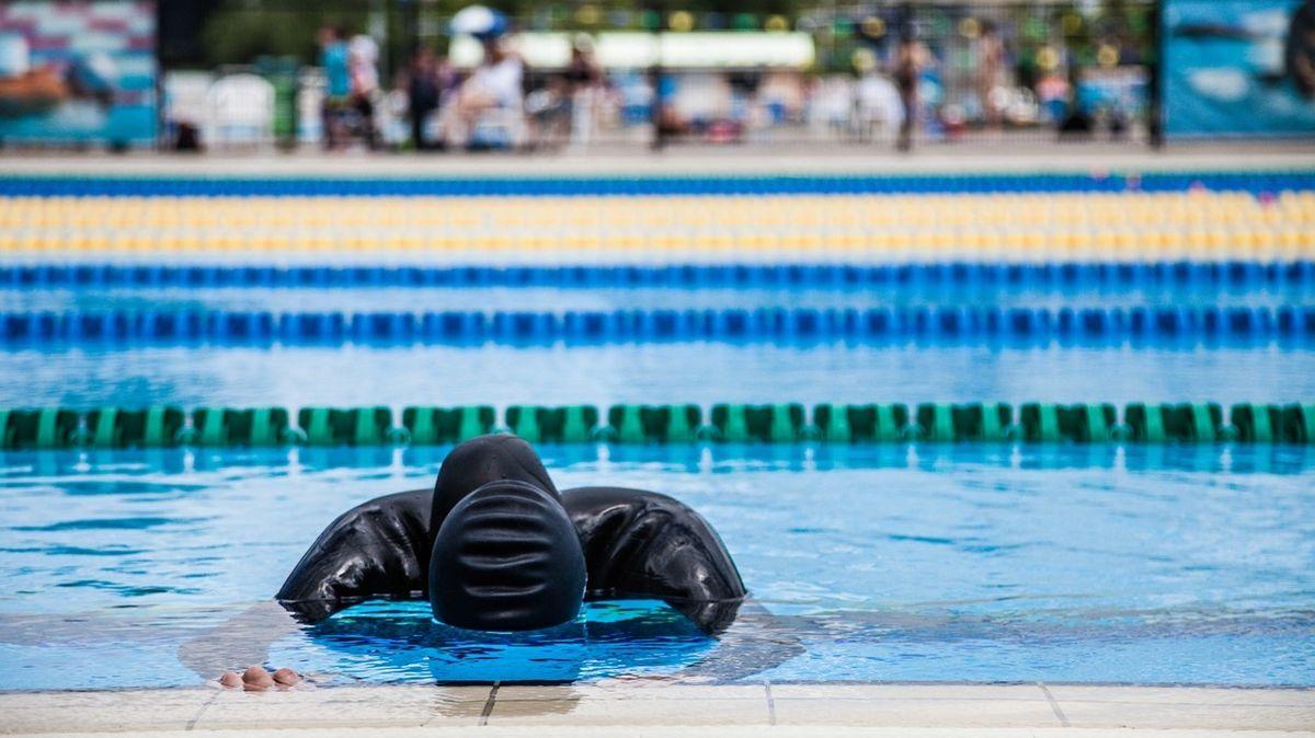 Potápěč zůstal na jeden nádech pod vodou rekordní dobu, pomáhají mu i křeče