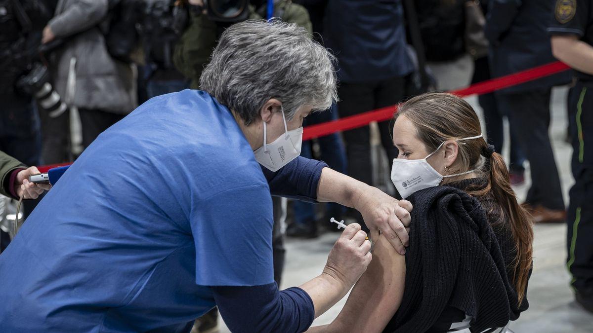Očkování dvěma různými vakcínami zvyšuje pravděpodobnost vedlejších účinků