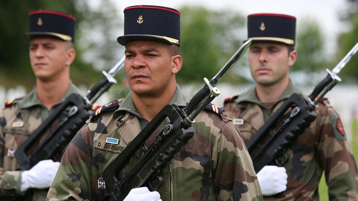 Dvacet vysloužilých generálů hrozí Macronovi pučem, pokud nezatočí s islamisty