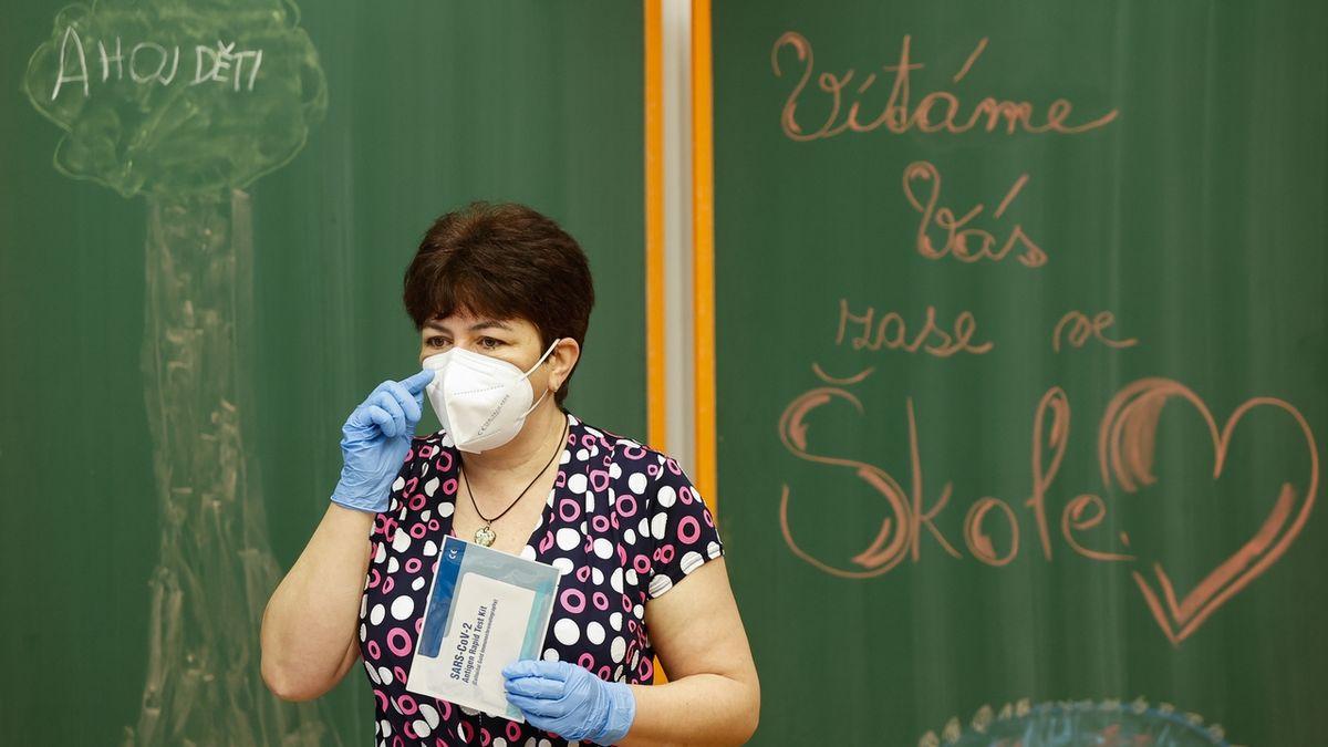 PCR testy se ve školách budou používat od června