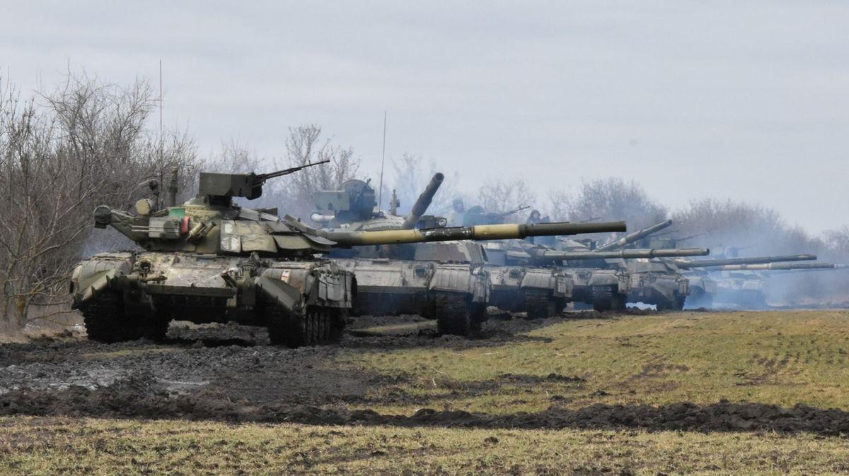 U ukrajinských hranic je víc ruských vojáků než při invazi na Krym, varuje Pentagon