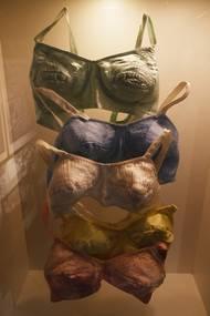 Součástí je i expozice dobového spodního prádla.