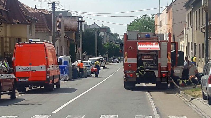V Kyjově uzavřeli část ulice kvůli likvidaci varny pervitinu