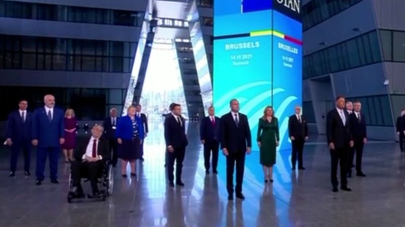 Lídři zemí NATO vyjádřili solidaritu s Českem