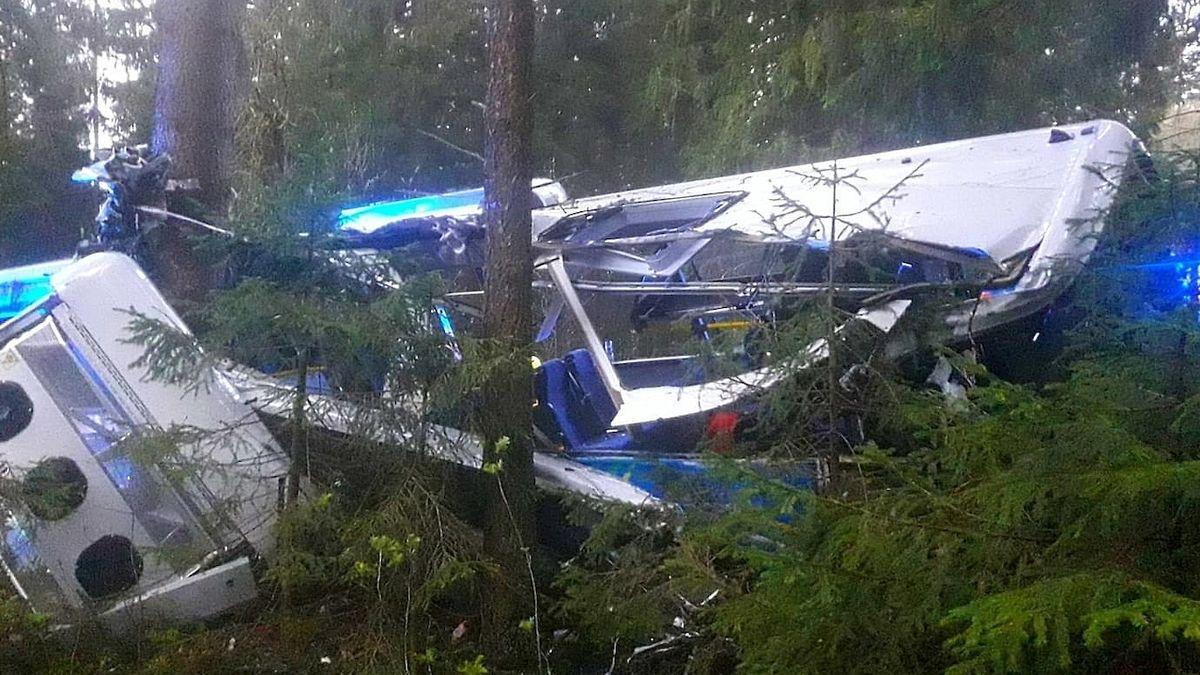 Řidič zdemoloval na Klatovsku autobus o strom, zkoušku na alkohol odmítl