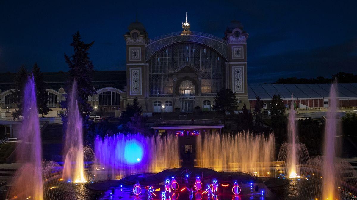 FOTO: Křižíkova fontána ožila